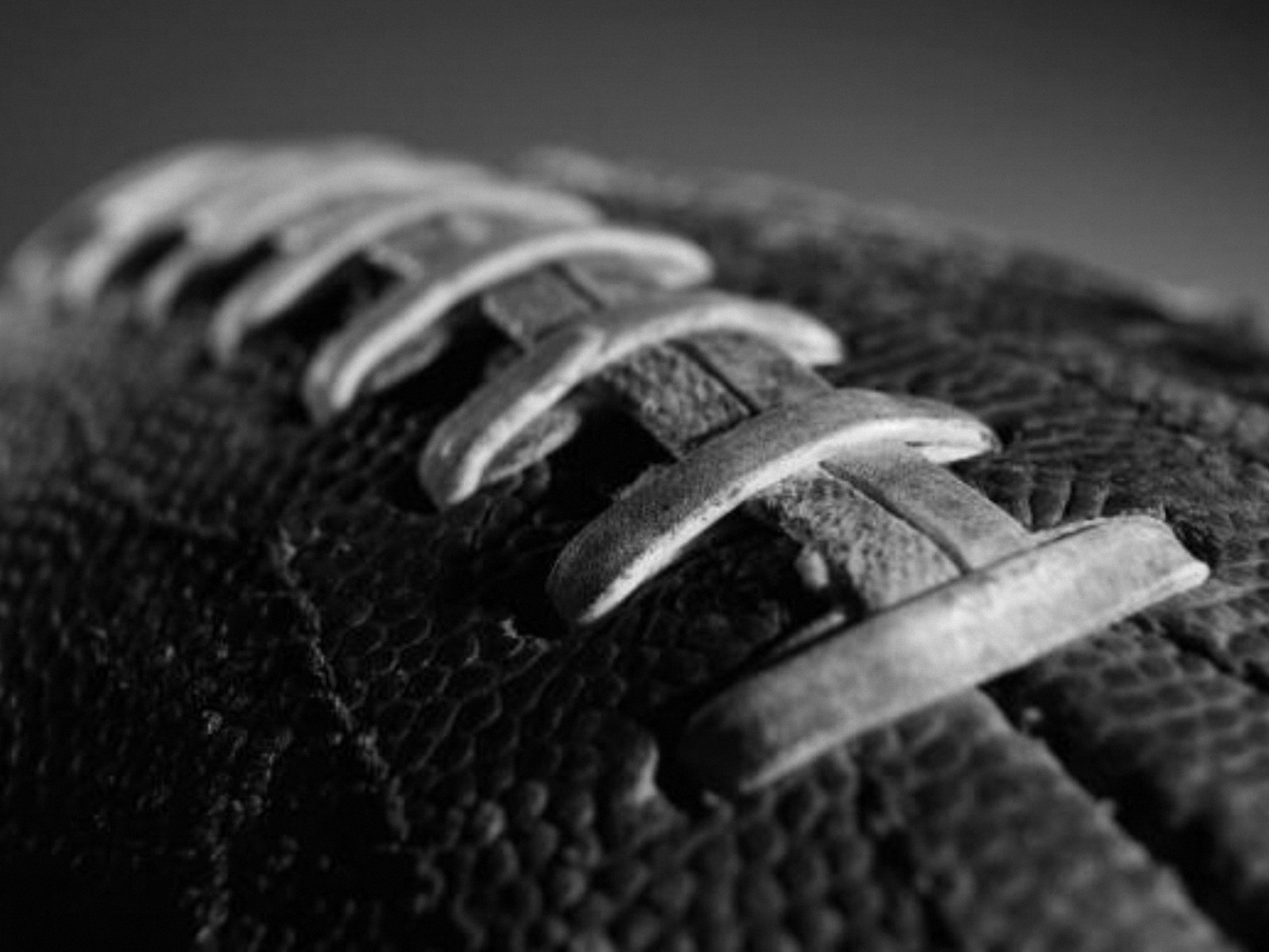 hd-wallpapers-american-football-ball-black-1600x1200-wallpaper